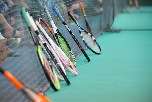 充実のテニス用具と管理体制